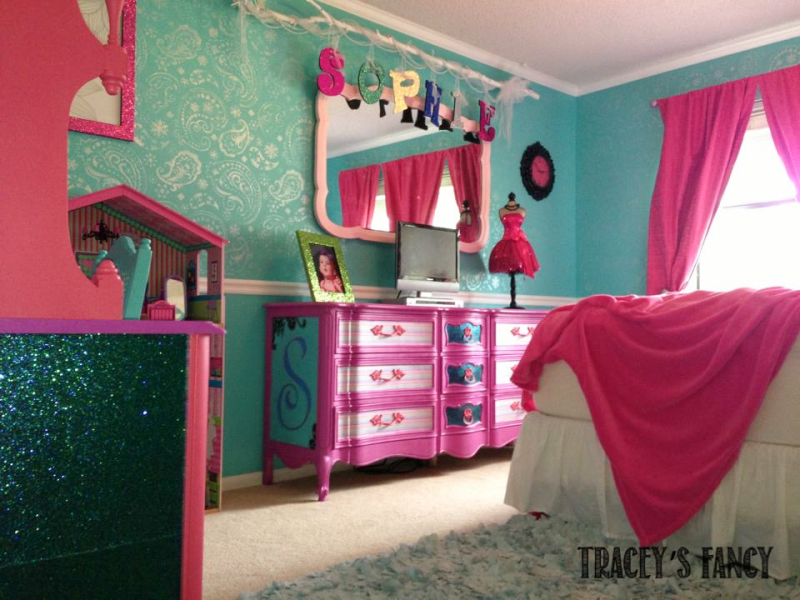 Rose Gold and Gray Girls Bedroom Makeover | Tracey\'s Fancy